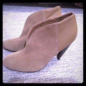 Sole Society Tan Ankle Heeled Booties 5.5